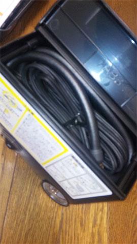 車に純正装備されているパンク修理キットのエアコンプレッサー