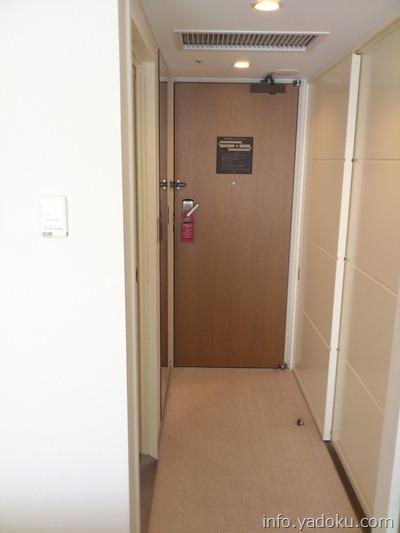 京王プラザホテルの部屋の入口