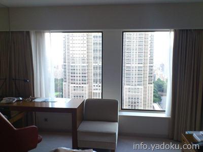 京王プラザホテルの部屋からの都庁の眺め