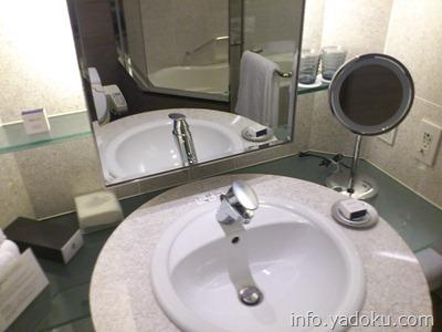 ストリングスホテル東京インターコンチネンタル客室の洗面台
