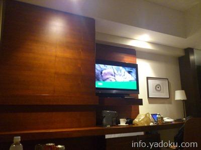 ストリングスホテル東京インターコンチネンタル客室のデスク周り