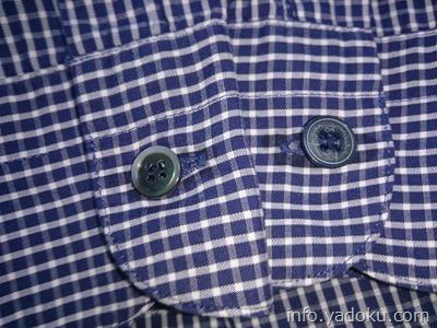 付け替えた袖のシェルボタン