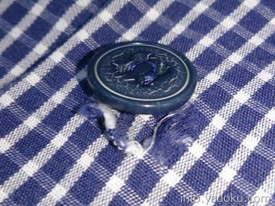 シャツのボタン部分の破れ