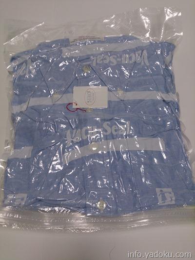 vacuum storage bag 衣類圧縮袋で圧縮した状態のシャツ